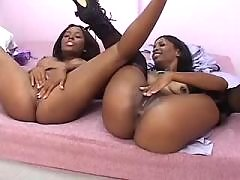 black lesbians have fun with dildo